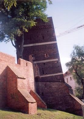 Torun-Leaning-tower-2004-1