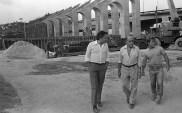 Süssekind ao lado de Oscar Niemeyer durante a construção do sambódromo