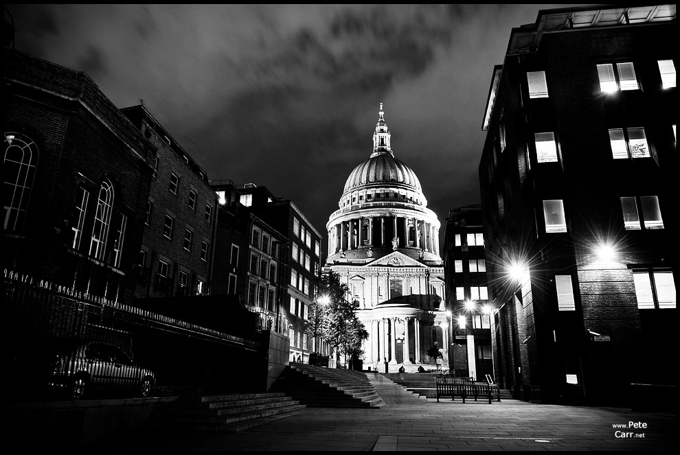 St Pauls Cathedral at night