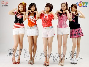 wondergirls-in-short-skirts-doing-cute-faces