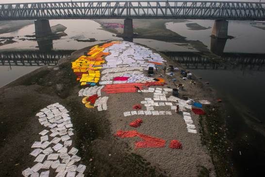 Laundry is spread on the banks of the Yamuna River in India. Photo by conservation photographer Pete Oxford.