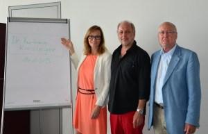 Barbara Kieslinger nach erfolgreicher Promotion mit mir (Betreuung, Begutachtung und Erstprüfer) und Univ.Prof. Josef Hochgerner (Zweitbegutachtung und Zweitprüfer)