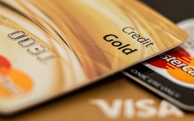 Hvem bestemmer valutakursen på kortet ditt?