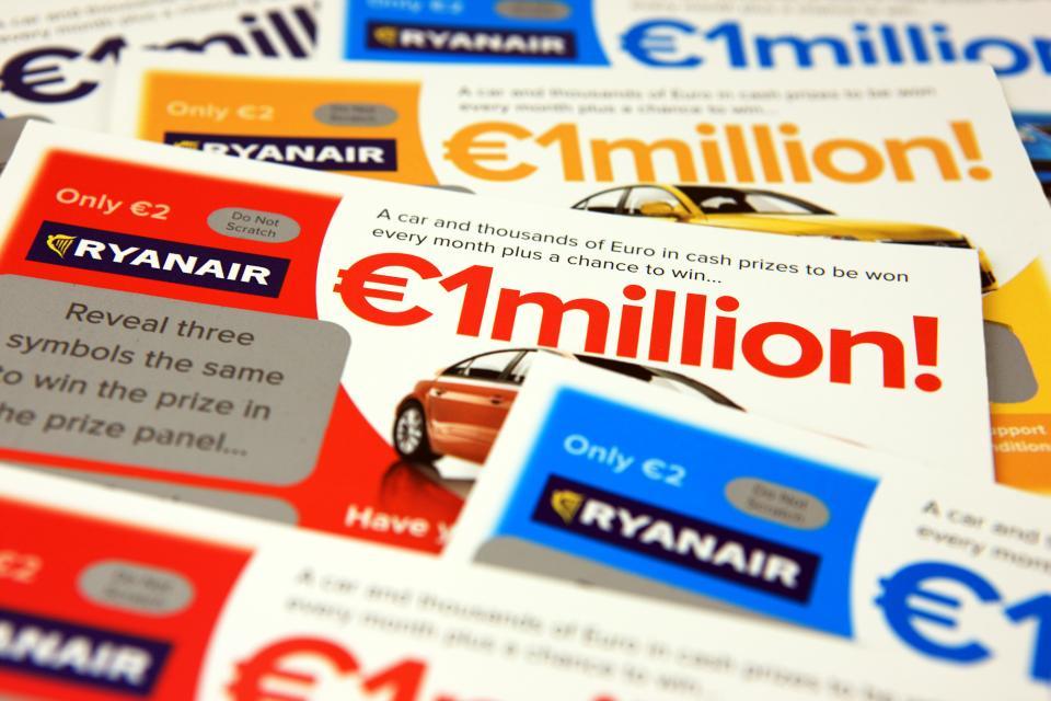 Salgsmål på EUR 50 forventes av en kabinansatt hos Ryanair.