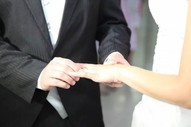 결혼반지 끼우는 프러포즈
