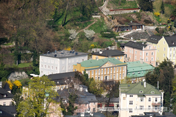 Die gelb gefärbelte Villa am Beginn der Arenbergstraße ist die Villa Ferch-Erggelet