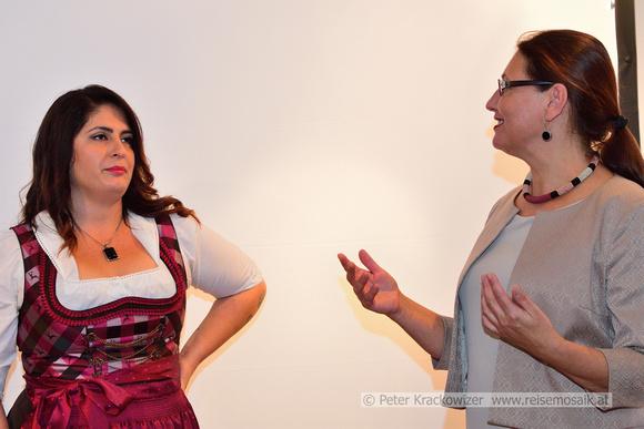Pupak Bodjo (links) und Ingrid Weydemann (Museum Fronfeste)