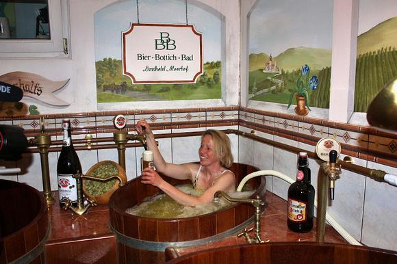 Bier-Bottich-Bad im Landhotel Moorhof in Dorfibm Seelentium