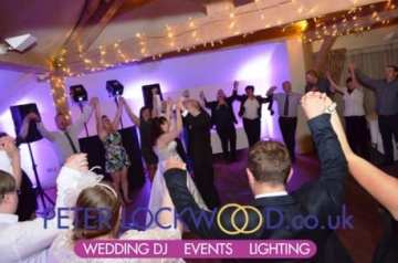 wedding-circle-in-the-white-hart-lydgate