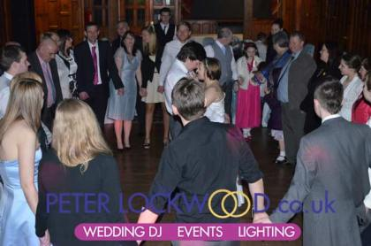 wedding-circle-at-the-end-of-the-night-at-worsley-court-house