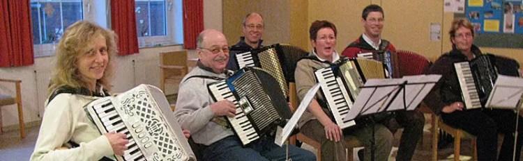 Teilnehmer beim Akkordeon-Workshop in Juist mit Peter M. Haas