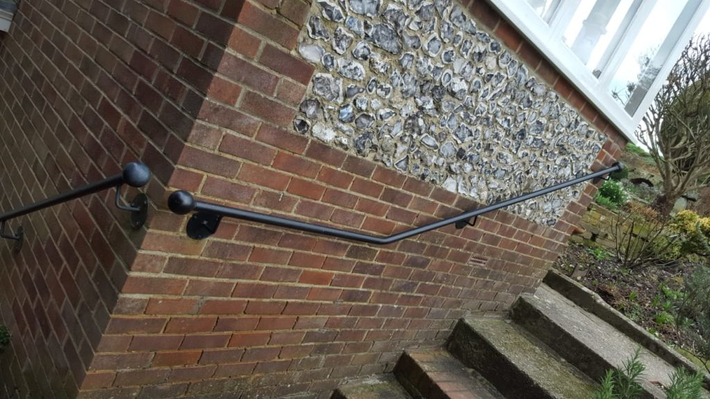 Ball topped, full round handrail - Petersfield Forge