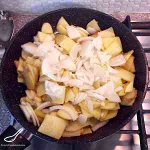 Fried Potatoes and Onion (Жареная картошка с луком)