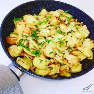 Russian Pan Fried Potatoes (Жареная картошка)