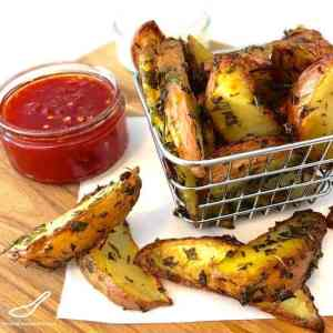 Crispy Baked Potato Wedges with Fresh Garden Herbs and Chili Peppers - Roasted Potato Wedges with Herbs