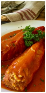 A Hungarian classic summer dish - paprika peppers with with ground beef, rice and paprika spice. Cooked in a delicious tomato passata sauce. Summer comfort food - Hungarian Stuffed Peppers (töltött paprika)