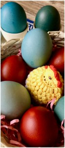 It's Easy Dying Eggs with Red Cabbage makes beautiful blue Easter eggs, naturally dyed without harsh chemicals
