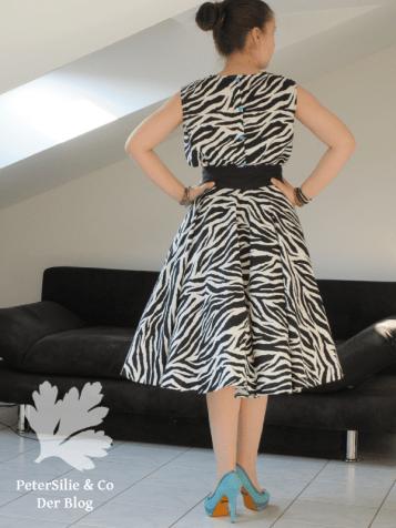 Zebra Kleid mit Tellerock und Bluse mit Petticoat