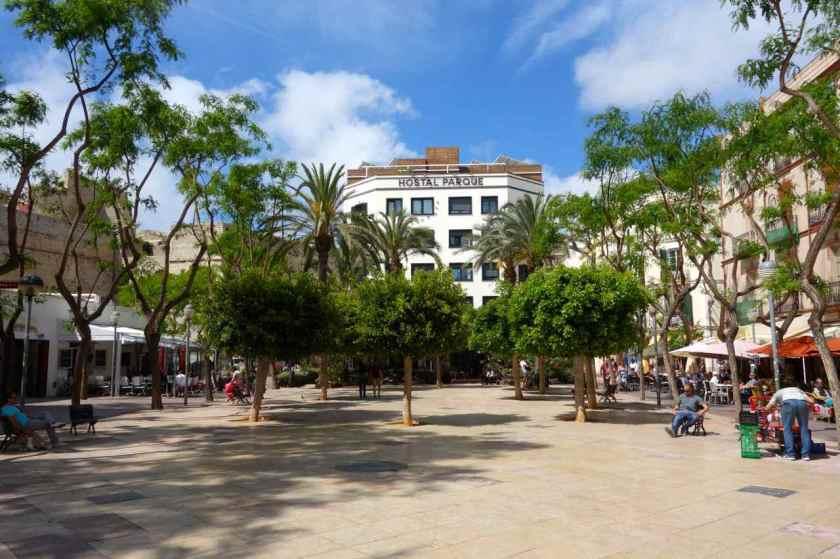Ibiza Tipps, Plaza del Parque mit Hostal Parque