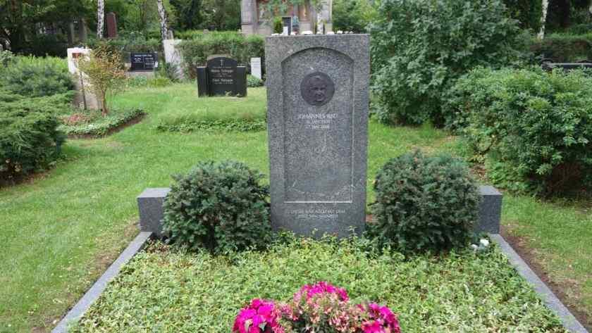 Dorotheenstädtischer Friedhof in Berlin, Ex-Bundespräsident Johannes Rau 1931 – 2006