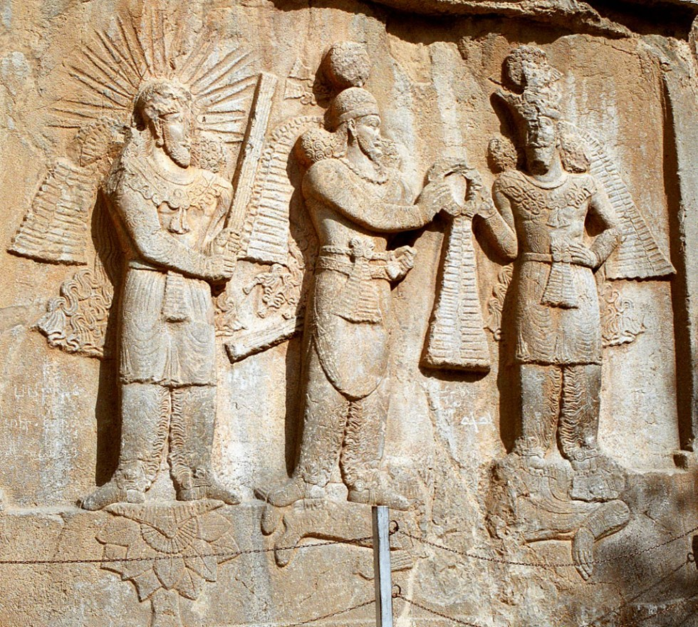 Bas-relief de l'investiture d'Ardashir II à Taq-e Bostan