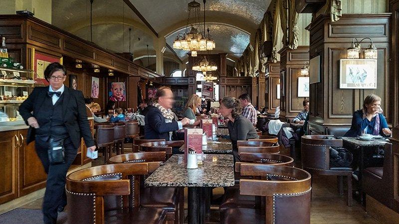Das Cafe Schwarzenberg in Wien