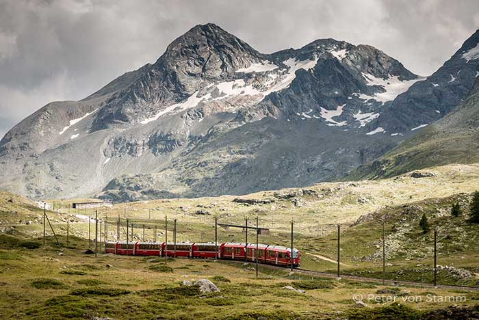 Bernina Express am Berninamassiv