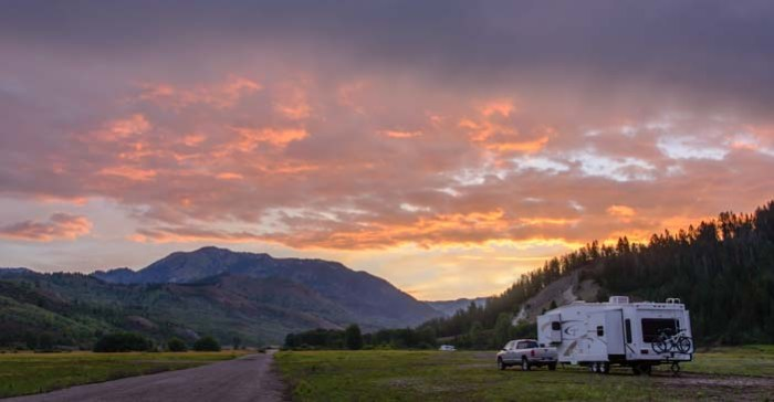 01-701-RV-boondocking-with-a-fifth-wheel-trailer-in-Wyoming
