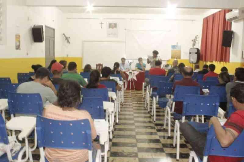 Sala cheia da plenária do PT Parintins de balanço eleitoral 2018