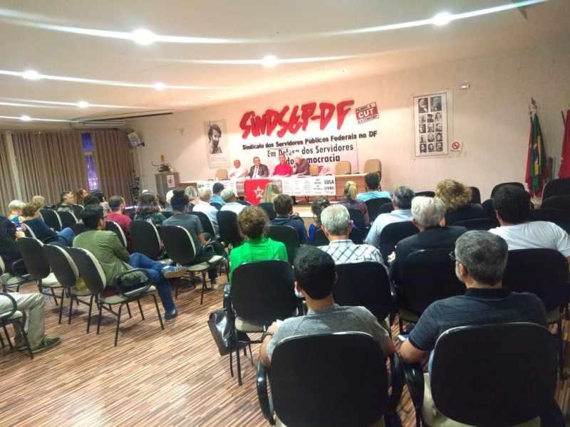 Plenário do debate