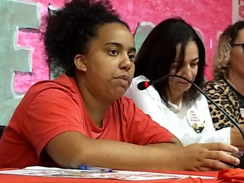 jovem fala do plenário