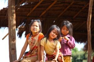 Enfants du monde, éducation