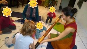 chanter avec bébé bâton de pluie