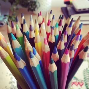 s'organiser, crayons de couleur