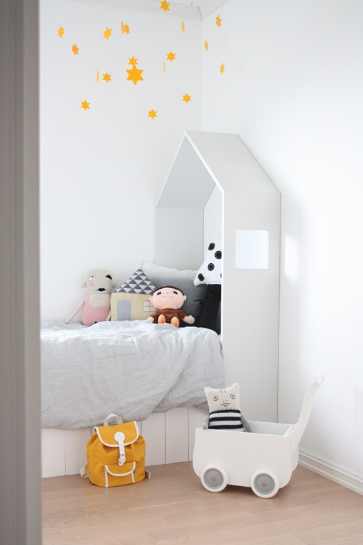 white-and-colour-stars-bedroom4