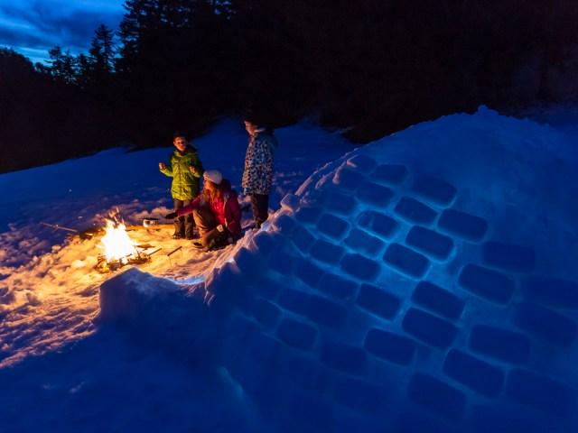 Construire un igloo avec des enfants