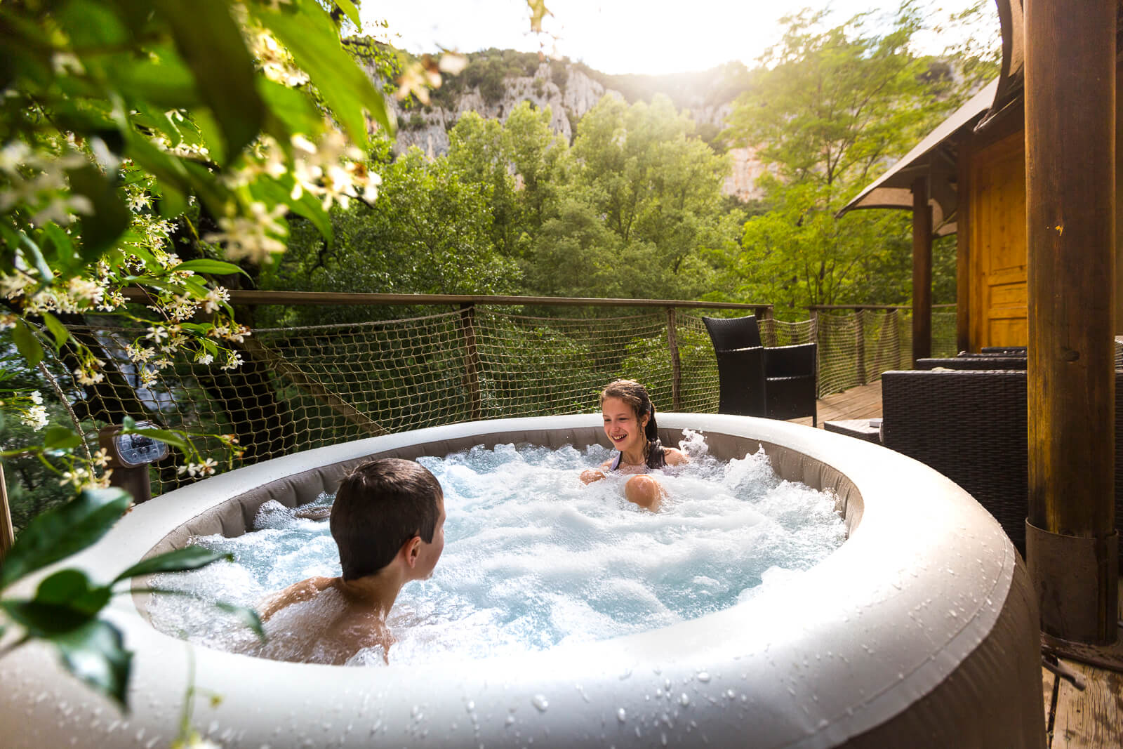 Jacuzzi du Préhistoric Lodge - Vallon Pont d'Arc