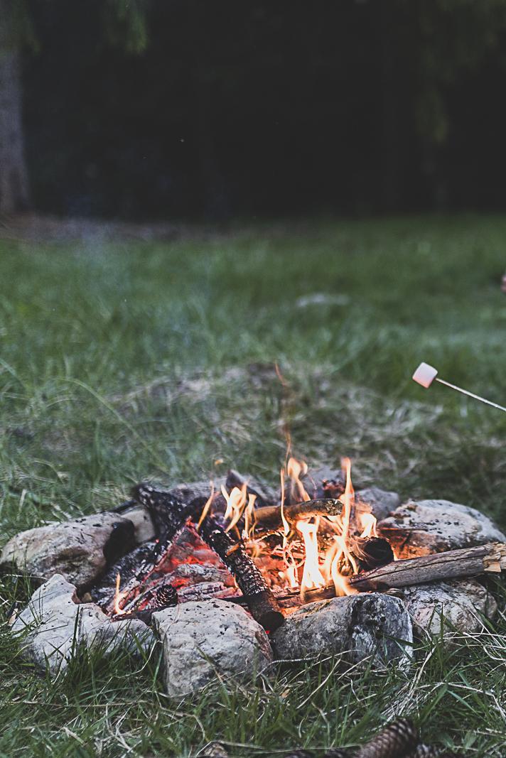Un bon feu de camp et des chamallows