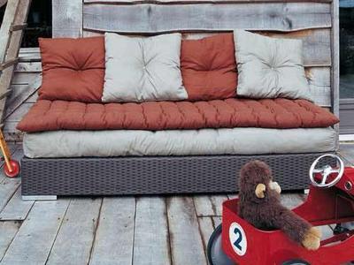 gros coussin pour canap en palette canap palettes. Black Bedroom Furniture Sets. Home Design Ideas