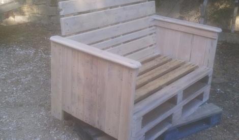 lit avec palettes de bois