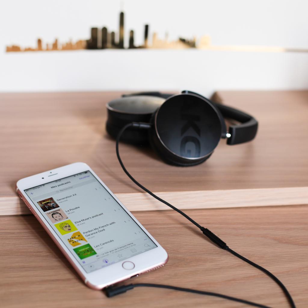 podcasts-iphone-headphones-akg