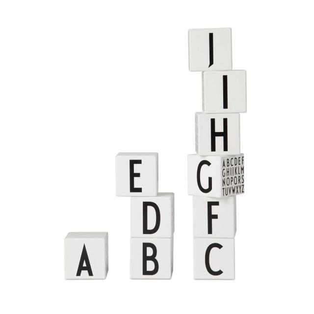 design-letters-cubes-black-and-white-jouets-bois-toys-wooden-melijoe-soldes
