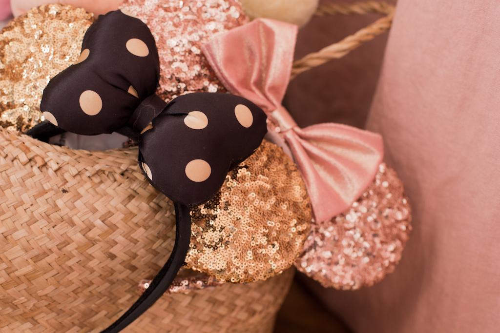 chambre-fille-girl-bedroom-pink-gold-glitters-lit-cabane-bois-wooden-nobodinoz-bloomingville