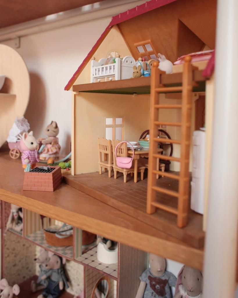 chambre-mila-jouet-maison-de-poupees-sylvanian-cottage