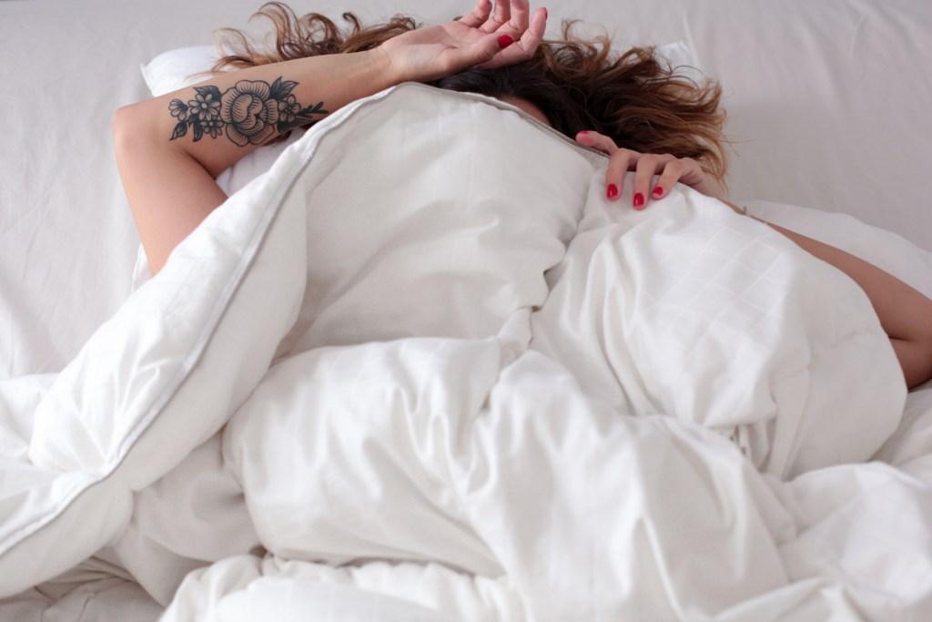 wopilo-oreiller-conseil-sommeil-astuce-nuit-dormir-girl-sleep