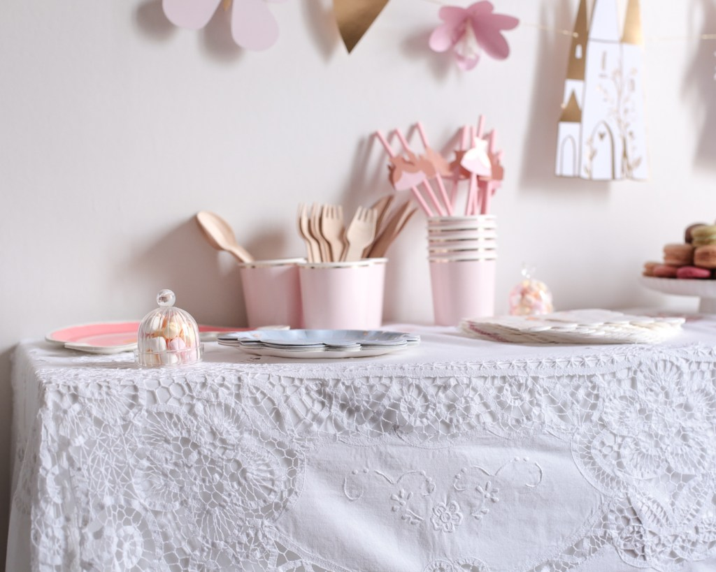 anniversaire-mila-4-ans-rose-caramelle-decoration-princesse-rose-gold-meri-meri