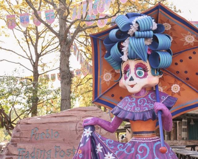 disneyland-resort-paris-festival-halloween-2019-are-you-brave-enough-frontierland-coco-dia-de-muertos-pueblo-trading-post