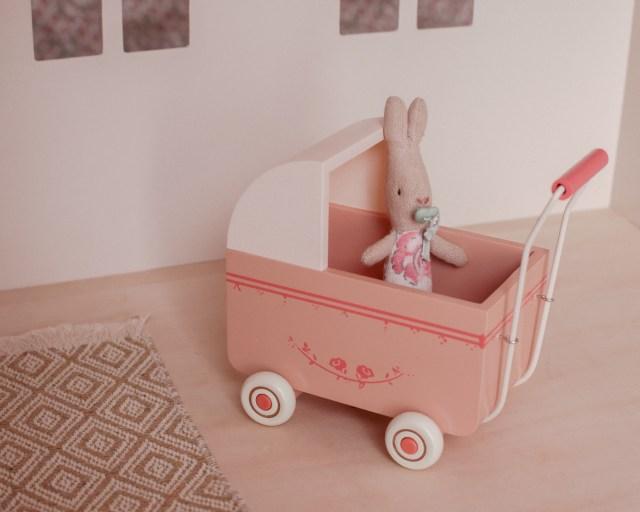 maileg-maison-de-poupees-meubles-souris-lapin-tailles-sizing-landeau-my