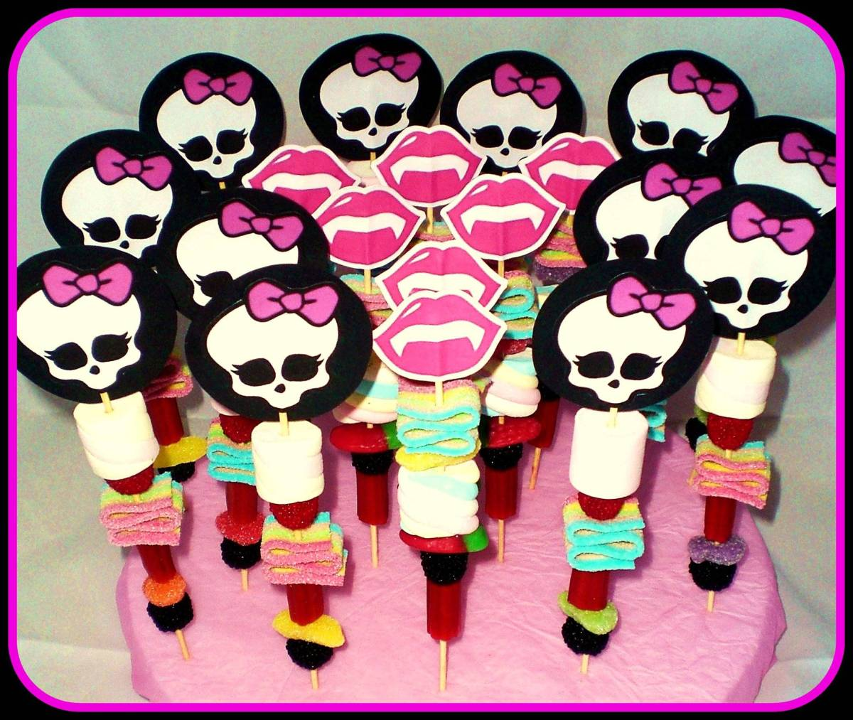 Como hacer brochetas de chuches monstruosas para una fiesta Monter High
