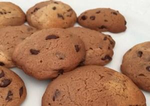 Cookies aux pépites de chocolat cuisinés en famille